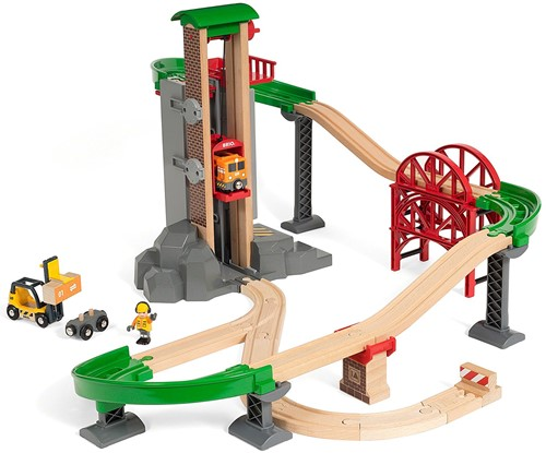 BRIO train Lift and Load Warehouse Set 33887