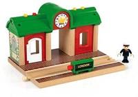 Brio  houten trein gebouw Station met geluid opname 33578-1